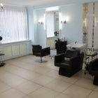 Женский парикмахерский зал